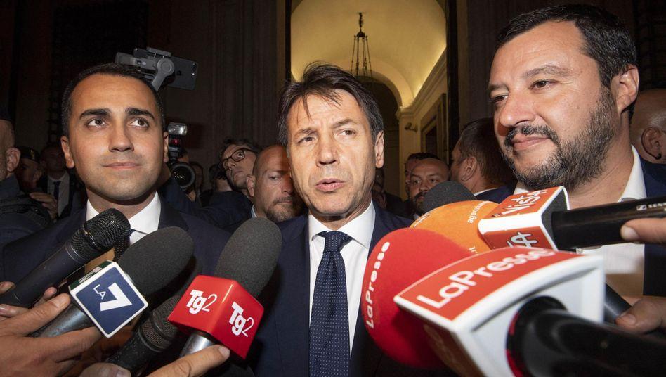 Fünf-Sterne-Chef Di Maio, Premierminister Conte und Lega-Vorsitzender Salvini (v.l.)