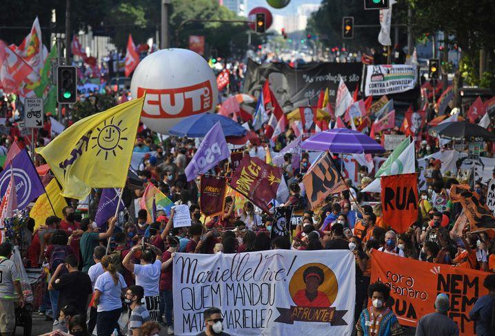 Demonstranten in Rio fordern mehr Impfungen und die Absetzung von Präsident Bolsonaro