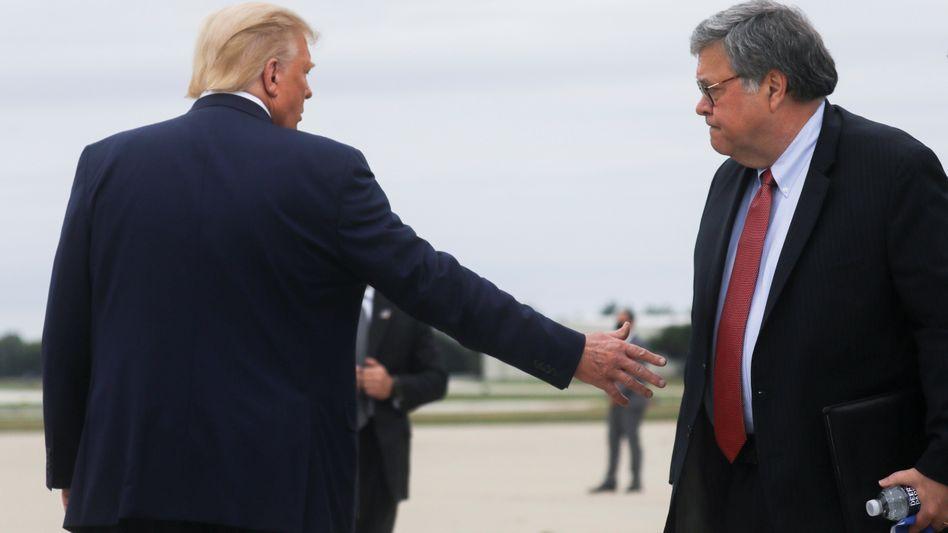 Donald Trump und William Barr (r.): Letzte vergleichbare Anklage im Jahr 2012