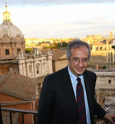 Rome Mayor and new centre-left party's leader Walter Veltroni.