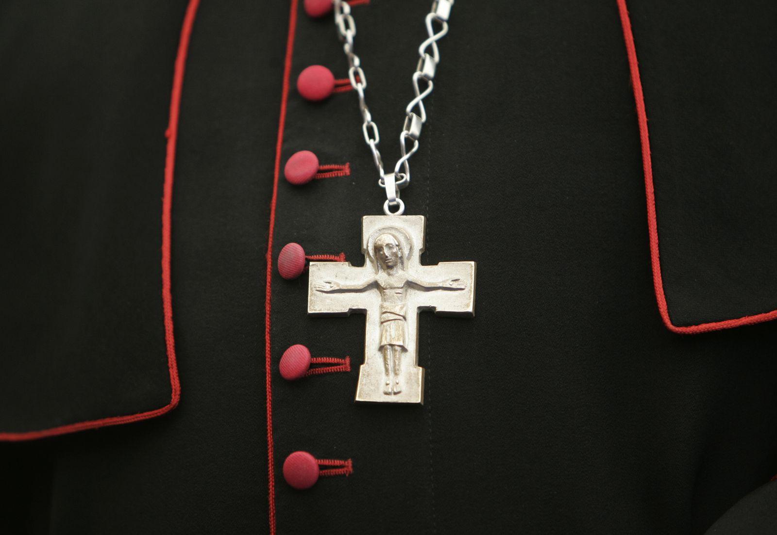 SYMBOLBILD Katholische Kirche / Missbrauch