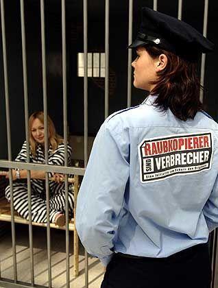 """Anti-Piraterie-Aktion der Kampagne """"Hart aber gerecht"""": Künftig harte Strafen für Bagatellvergehen?"""