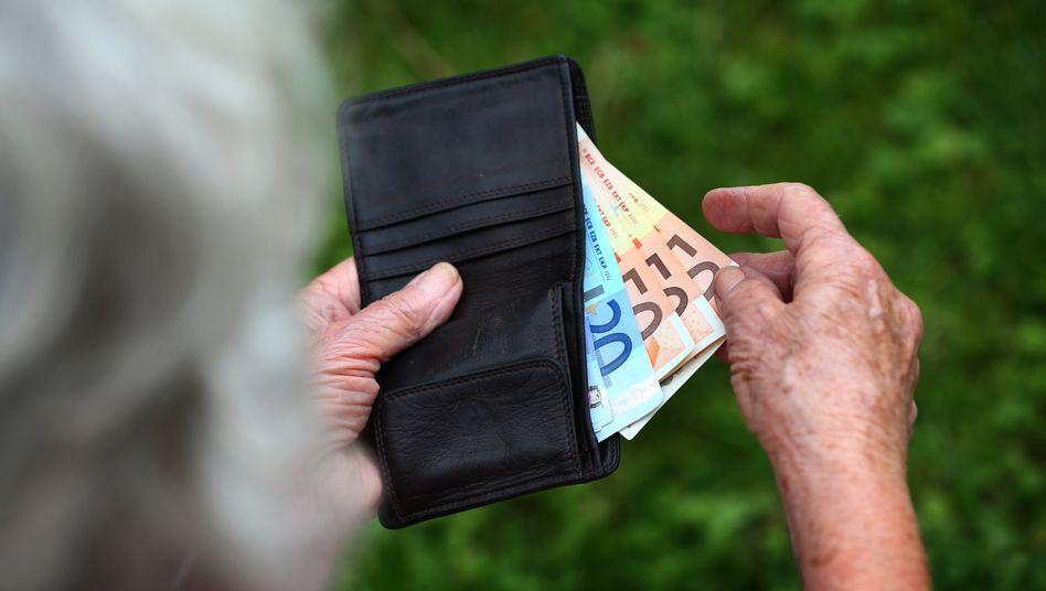 Beamte haben eine höhere Lebenserwartung und beziehen darum länger Rente als gesetzlich Versicherte