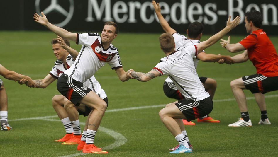 """Spieler der deutschen Nationalmannschaft beim Aufwärmtraining: """"Je kürzer die Wettkampfstrecke, umso intensiver das Aufwärmprogramm"""""""