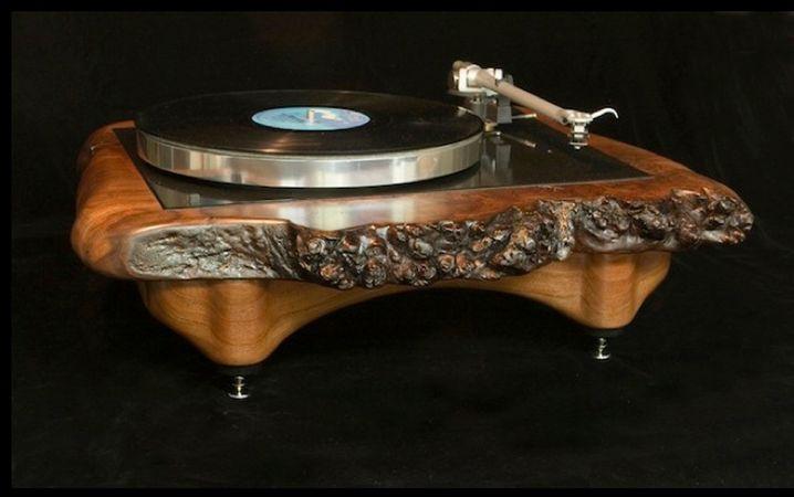 Audiowood-Plattenspieler: Alte Scheiben auf altem Holz
