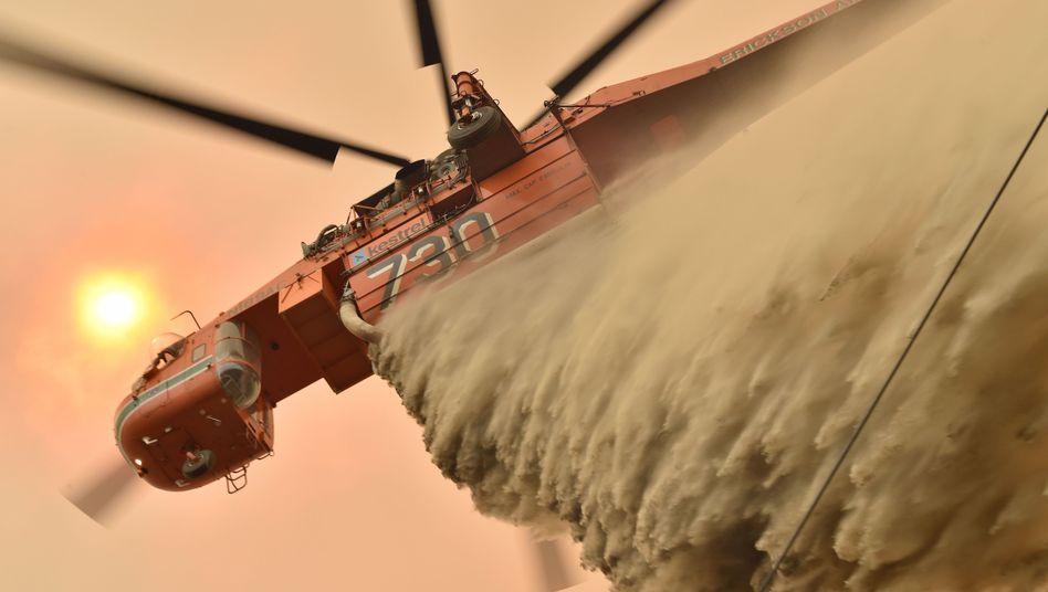 Löscheinsatz aus der Luft in Balmoral, 150 Kilometer südwestlich von Sydney: Soldaten sollen logistisch unterstützen.