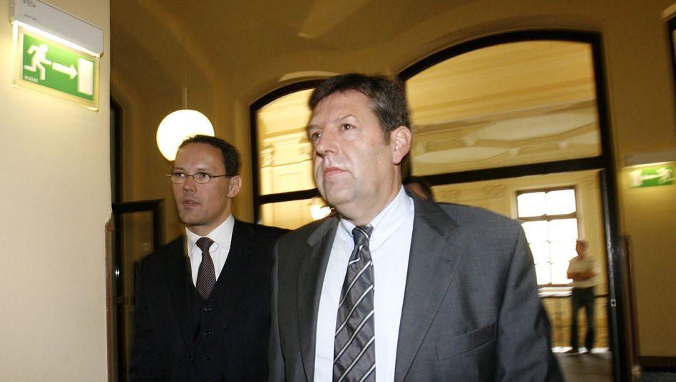 Landgericht statt Sportbericht: Wilfried Mohren mit seinem Rechtsanwalt