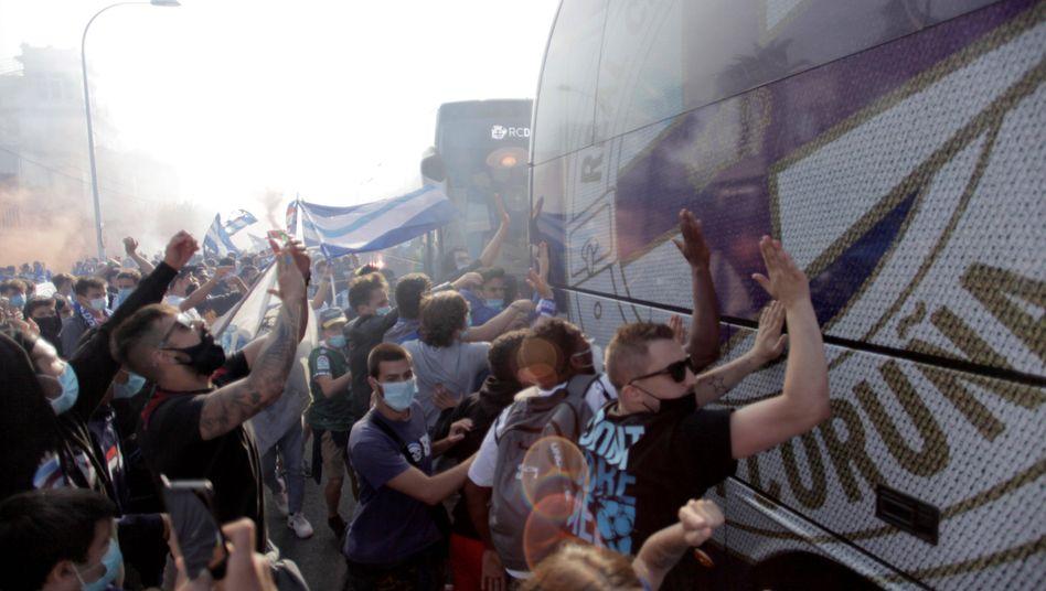 Deportivo-Fans feierten ihr Team vor dem Spiel wenig vorschriftsmäßig - und zu früh