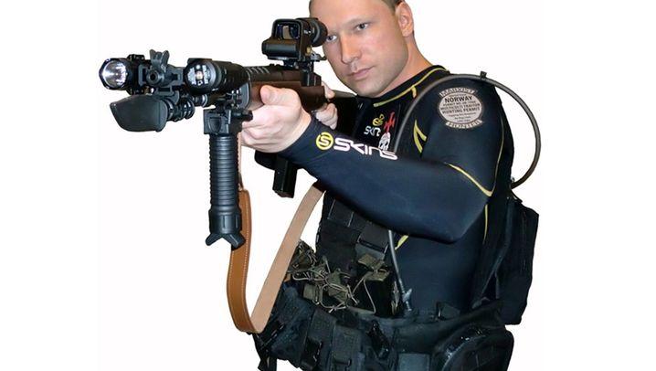 Fotostrecke: Wie Anders Behring Breivik im Internet posiert