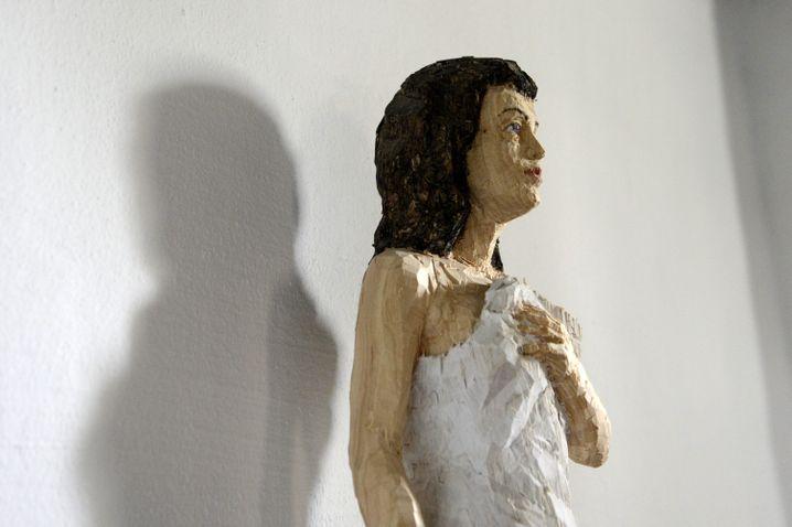 Da auch immer mehr jüngere Menschen SPAM lesen, haben wir uns hier für die Abbildung einer nicht ganz so bedrohlichen Balkenhol-Skulptur entschieden. SPAM-Leser über 16 Jahren können gerne ab 23 Uhr noch einmal vorbeiklicken.
