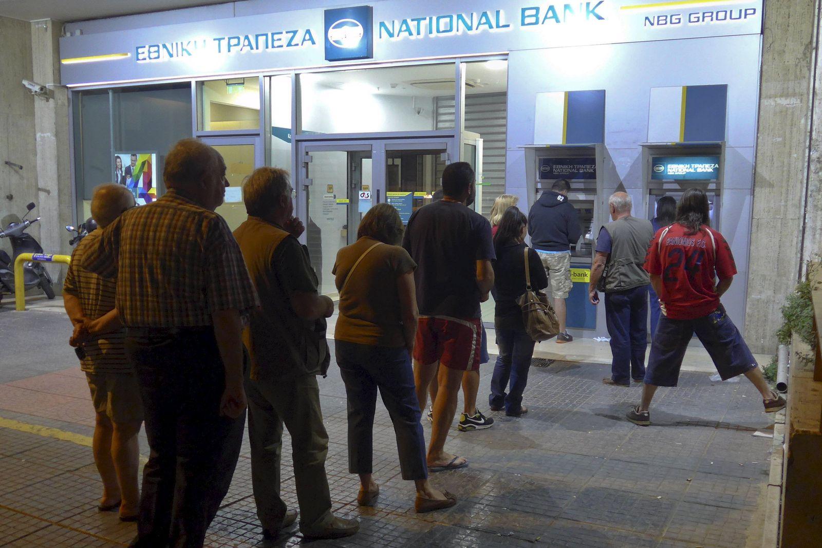 Griechenland/ Kriese/ Banken/ Geldautomaten/ Schlangen