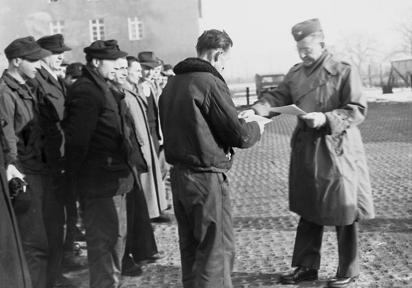 Heimkehrer im Valka-Lager Nürnberg, 1951