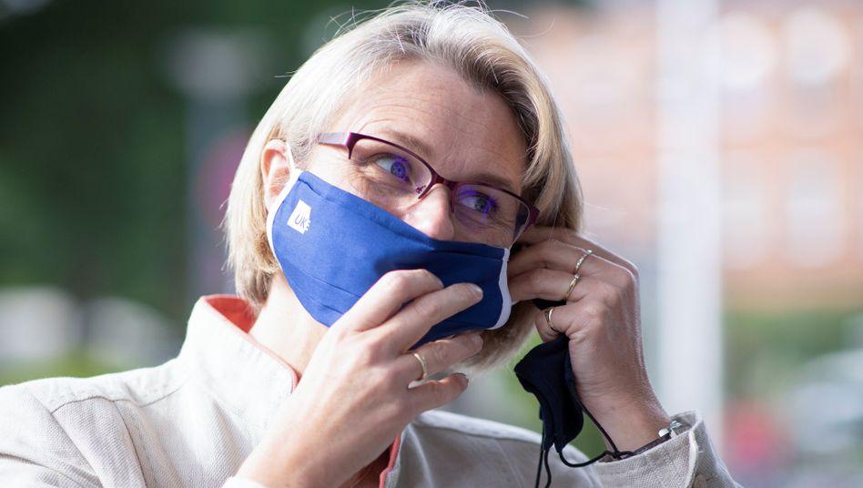 Anja Karliczek mit Maske: Die Ministerin hofft auf Corona-Schnelltests