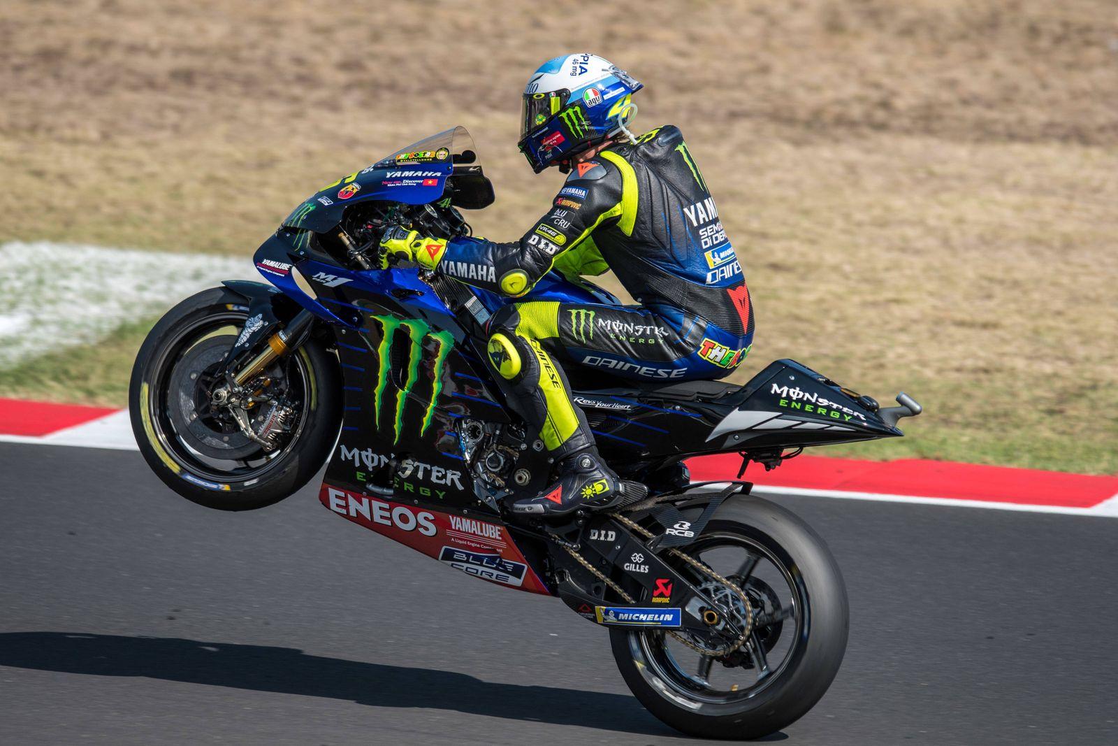 Motogp Superstar Valentino Rossi Wechselt Ins Yamaha Kundenteam Der Spiegel