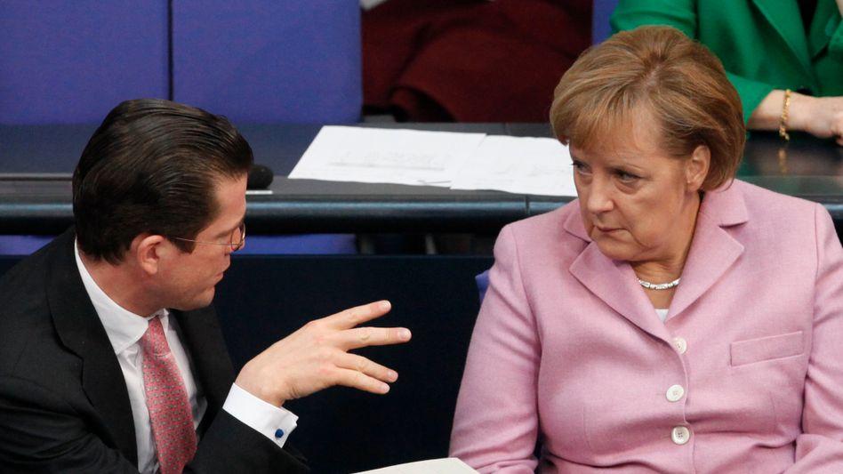 Minister Guttenberg, Kanzlerin Merkel: Einige unangenehme Fragen sind noch aufzuklären