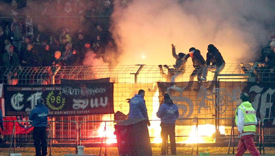Erfurter Fanblock: Randale und Pyrotechnik