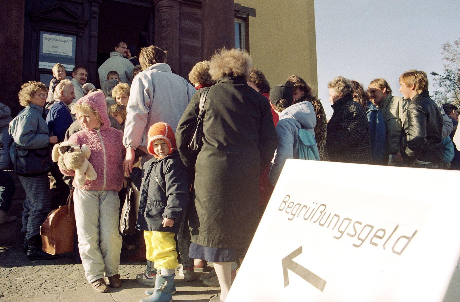 DEU DDR Mauer Jahrestag Begruessungsgeld