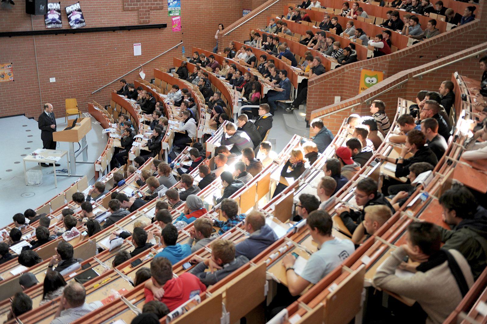 Erstsemester / Hörsaal /Studenten