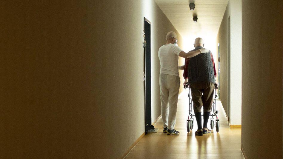 Patientenschützer warnen davor, Tariflöhne in der Pflege von den Pflegebedürftigen bezahlen zu lassen