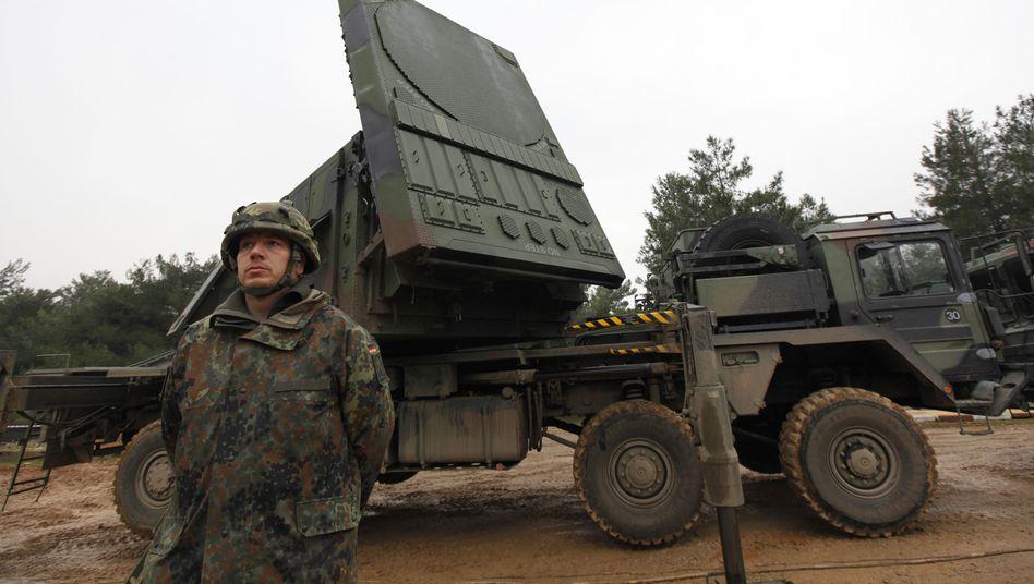 """Deutscher Soldat vor """"Patriot""""-Abwehrsystem: Wut auf türkischen General"""
