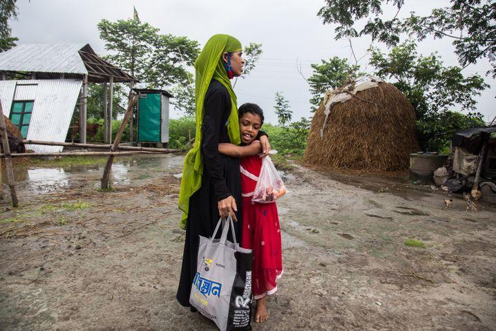 Tasnia Begum's daughter, Mim, hadn't seen her mother in a year.