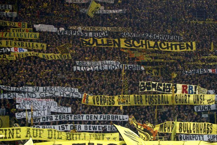 Banner auf der Südtribüne des BVB