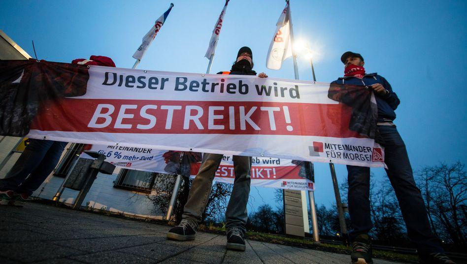 Warnstreik auf dem Bosch-Betriebsgelände in Waiblingen (Baden-Württemberg)