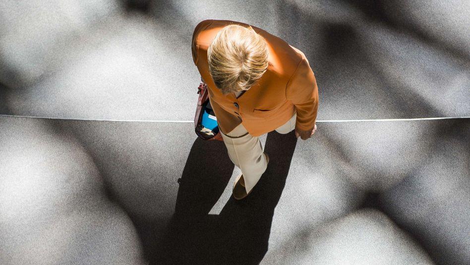 Merkel (im Bundestag Anfang Juli): Welchem Kompass folgt sie?