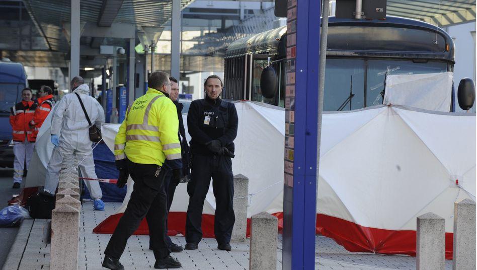 Schüsse am Frankfurter Flughafen: Polizei prüft Hinweise auf Terroranschlag