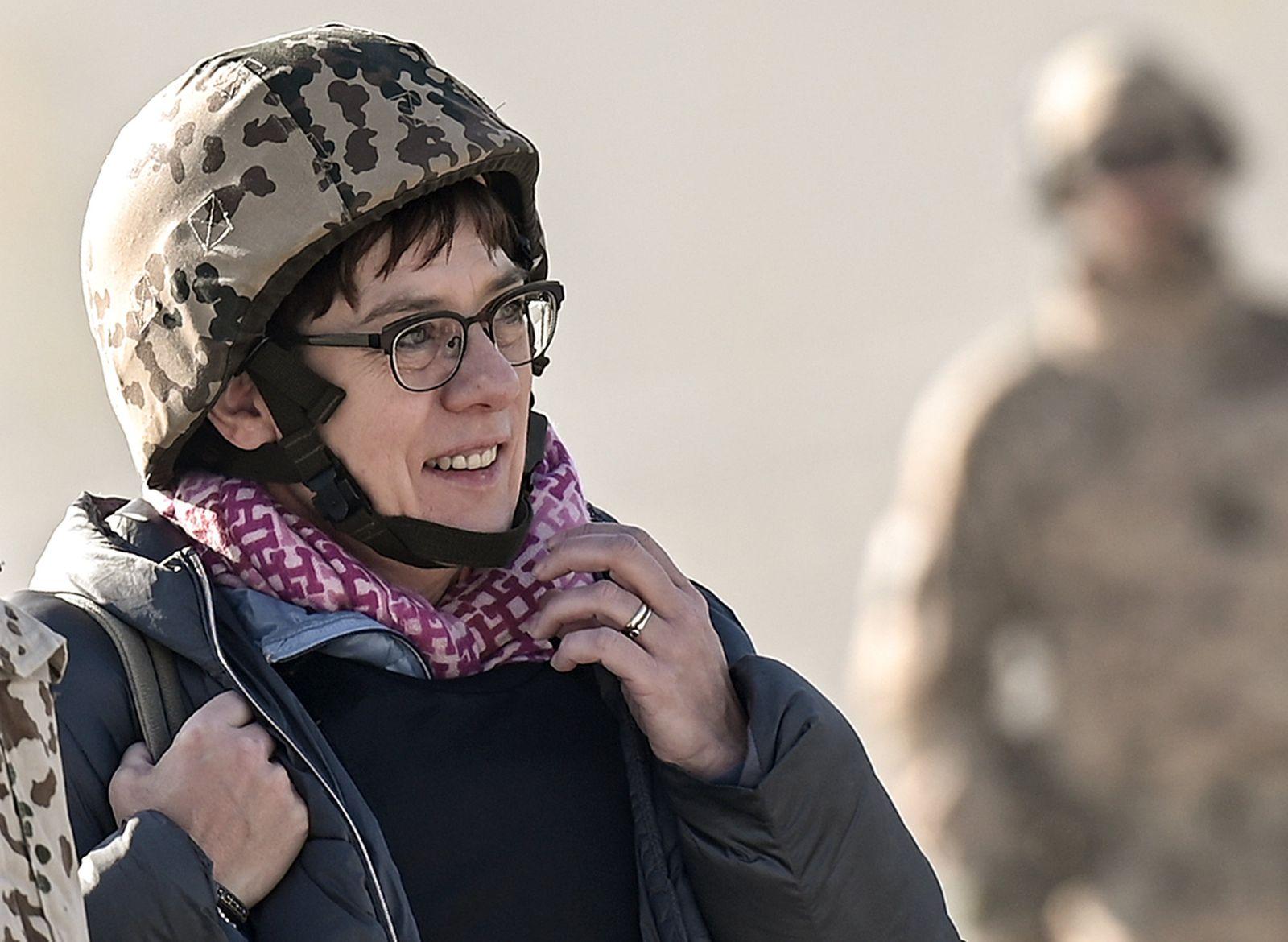 Verteidigungsministerin Kramp-Karrenbauer in Kundus