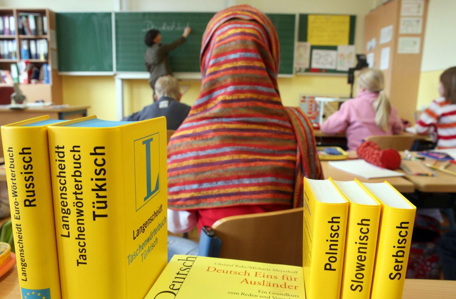 Symbolbild Kopftuch in Schule / Kopftuchverbot Grundschulen