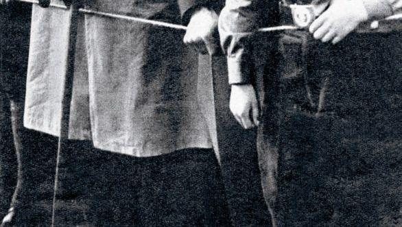 NSDAP-Funktionäre Gregor Strasser (v. l.) und Joseph Goebbels bei SA-Aufmarsch in Braunschweig, 1931