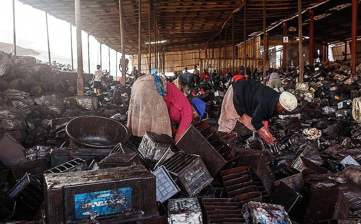 Arbeiter in Everest-Recyclingfabrik