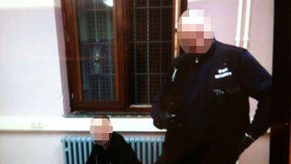 Sicherheitsleute in Burbach misshandeln Flüchtling im Jahr 2014.