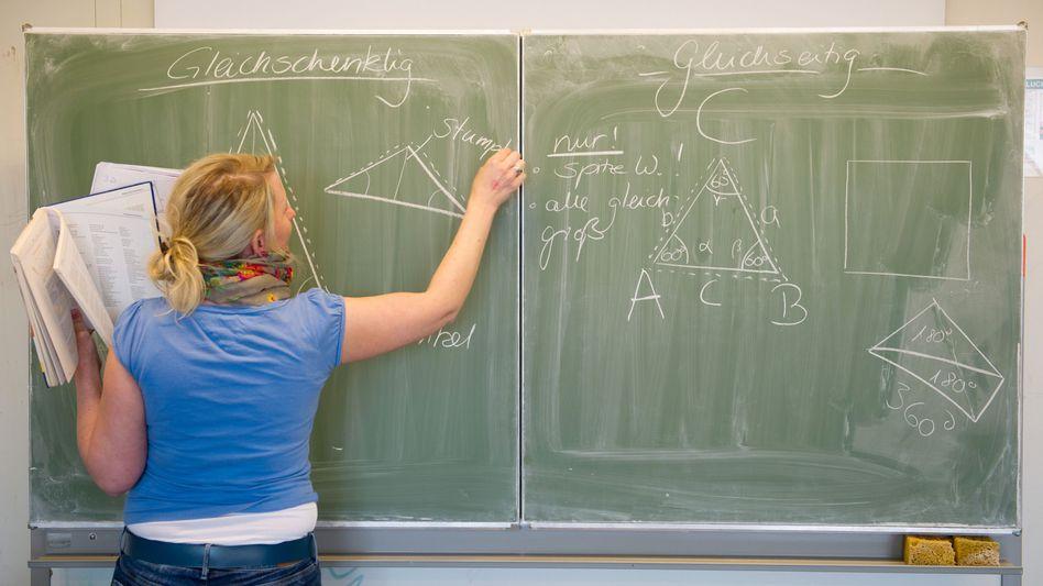 Abordnungs-Absurditäten in Niedersachsen: Oberschullehrer helfen an Grundschulen - und werden ihrerseits durch abgeordnete Gymnasiallehrer vertreten