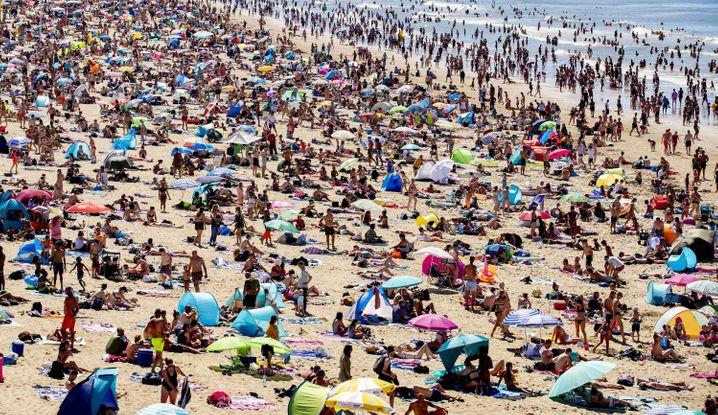 Am Strand von Scheveningen in den Niederlanden, Ende Juli 2020.