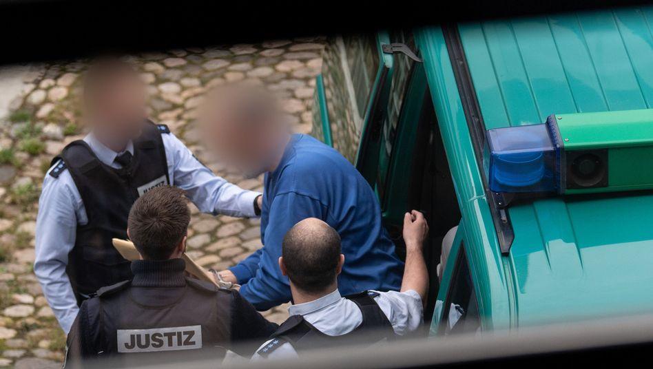 Markus K. auf dem Weg ins Landgericht Freiburg (Archivfoto)
