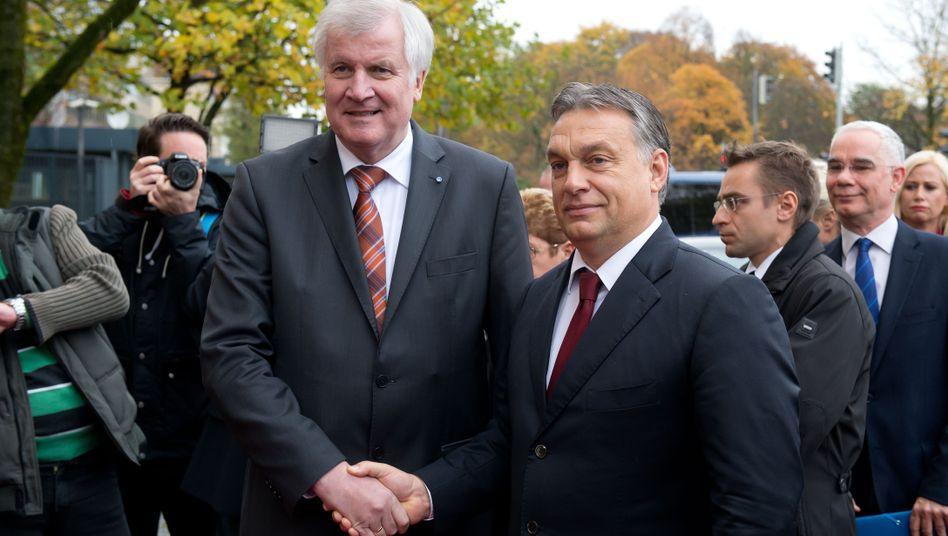 """Ministerpräsident Seehofer Orbán (2014): """"Ich sehe keine Möglichkeit, den Stöpsel wieder auf die Flasche zu kriegen"""""""