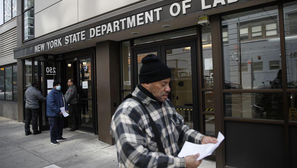 Arbeitsamt in New York (im März): 2,12 Millionen neue Anträge auf Arbeitslosenhilfe - nur in der vergangenen Woche