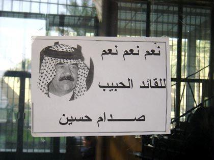Lobeshymne auf Saddam Hussein an der Tür von Bagdads Nationalmuseum noch vor wenigen Wochen