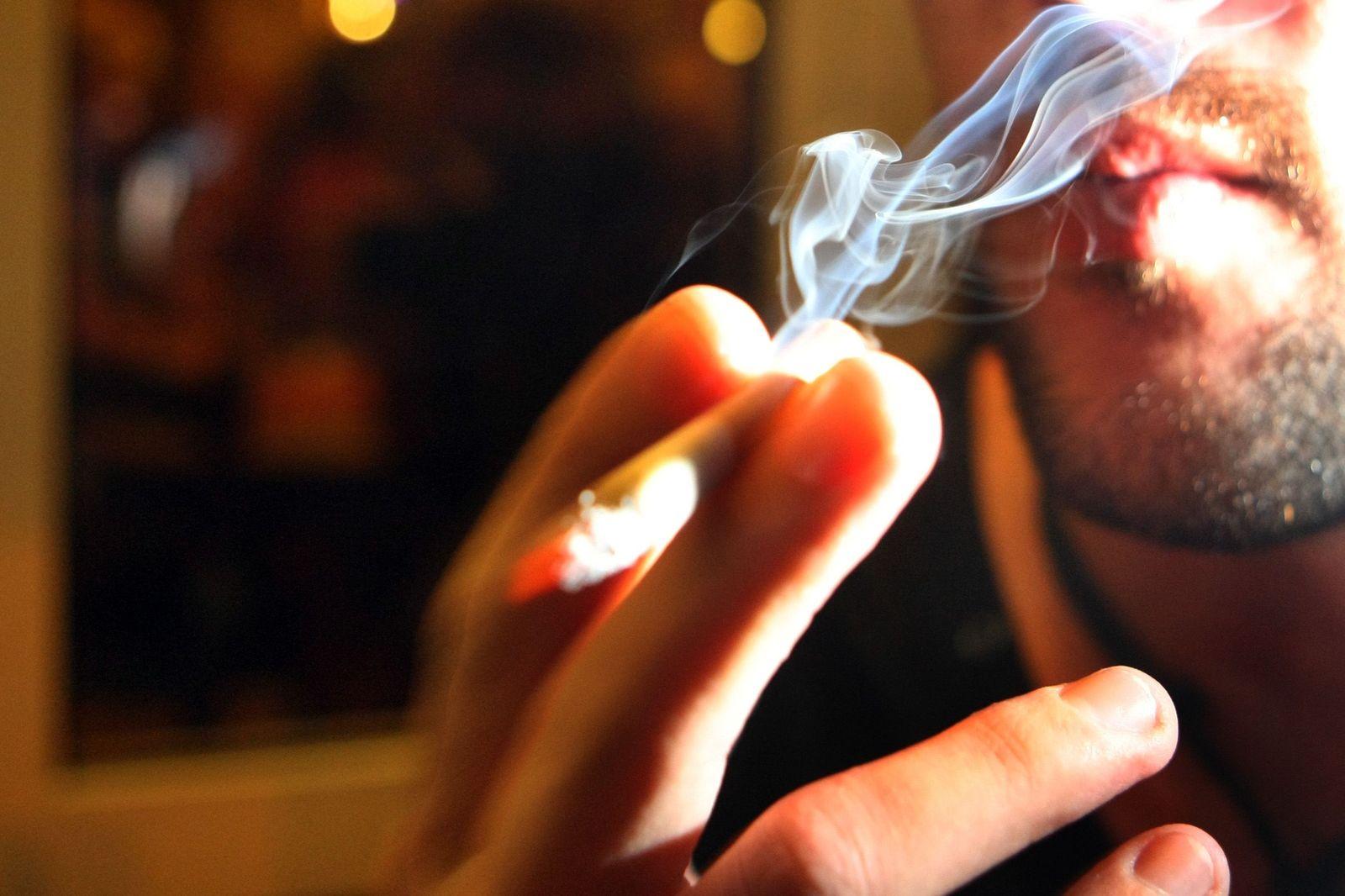 Symbolbild Rauchen / Nichtrauchen