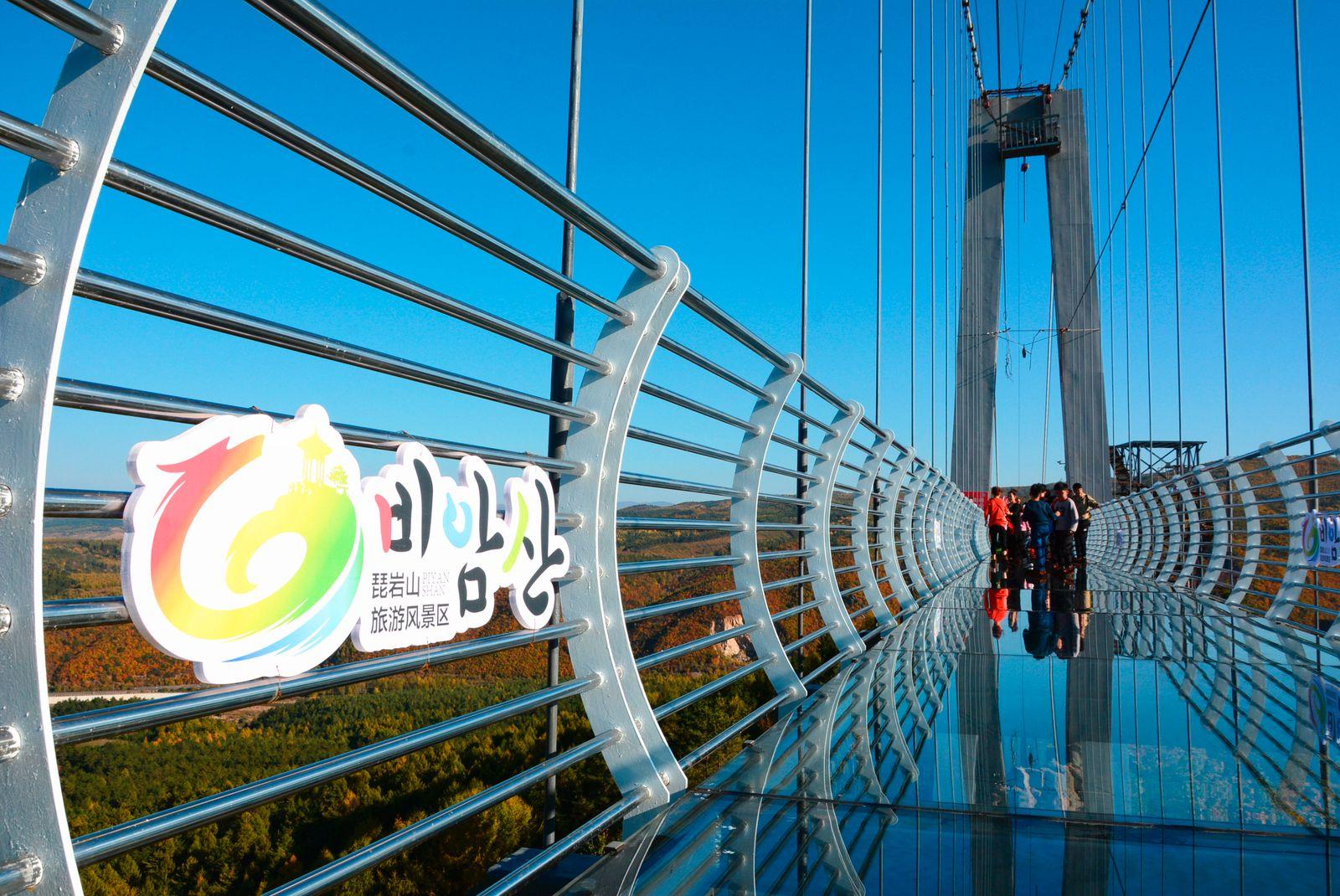 CHINA JILIN YANBIAN LONGJING GLASS-BOTTOMED BRIDGE