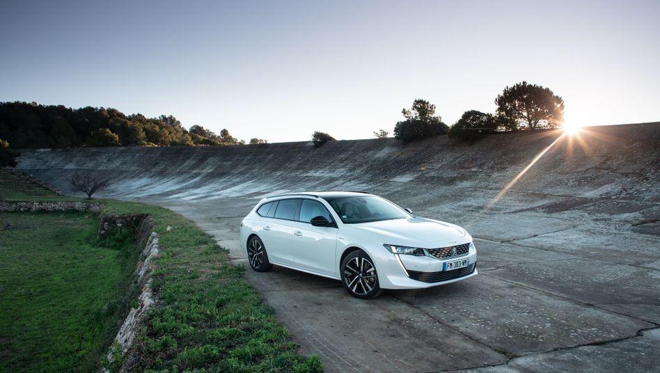 Peugeot bietet das Kombimodell 508 SW nun auch mit Plug-in-Hybridantrieb an