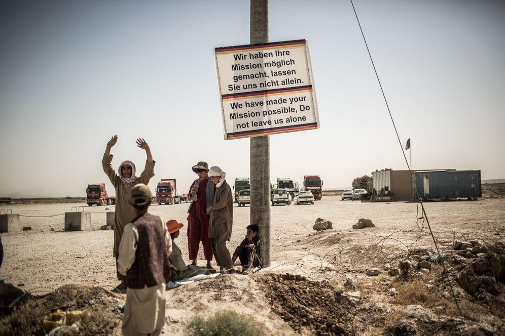 Protesting Bundeswehr helpers in Mazar-i-Sharif: arbitrary selection criteria