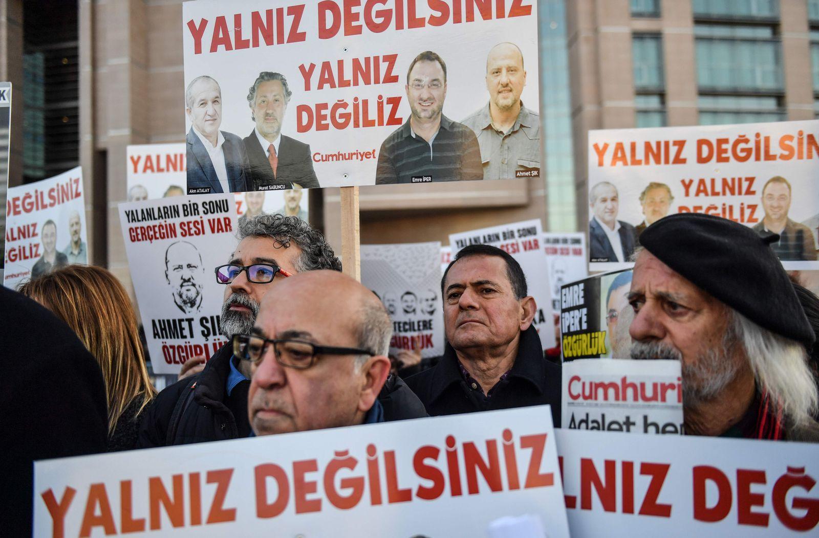TURKEY-POLITICS-MEDIA-TRIAL-DEMO