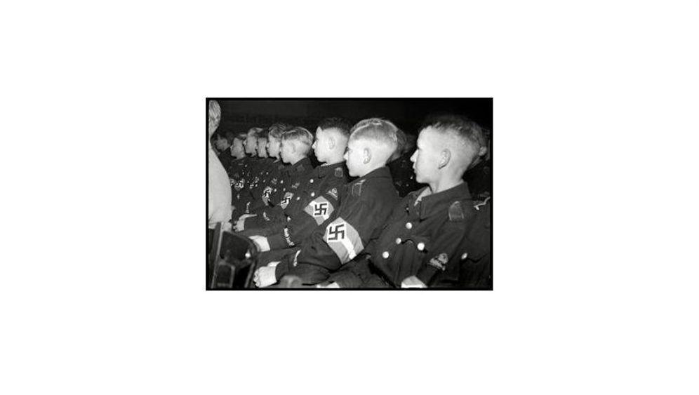 """Kindheit unter Hitler: """"Wir werden marschieren"""""""