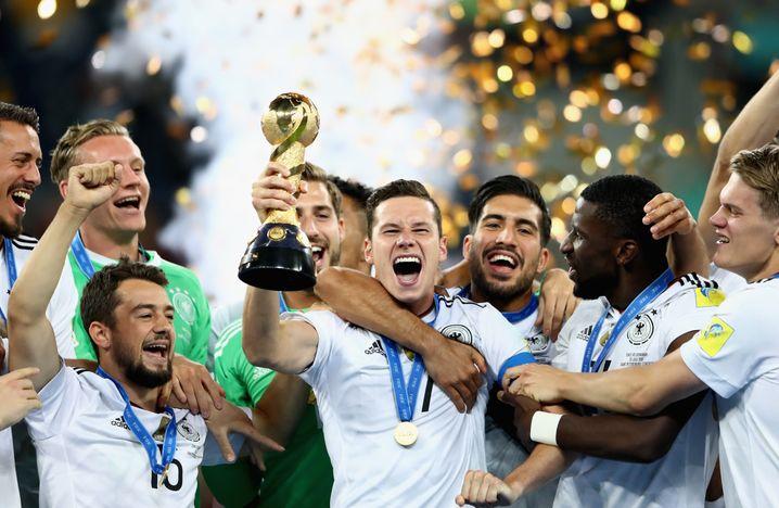 2017 gewann Draxler (Mitte) mit der deutschen Nationalelf als Kapitän den Confed Cup und wurde als bester Spieler des Turniers ausgezeichnet