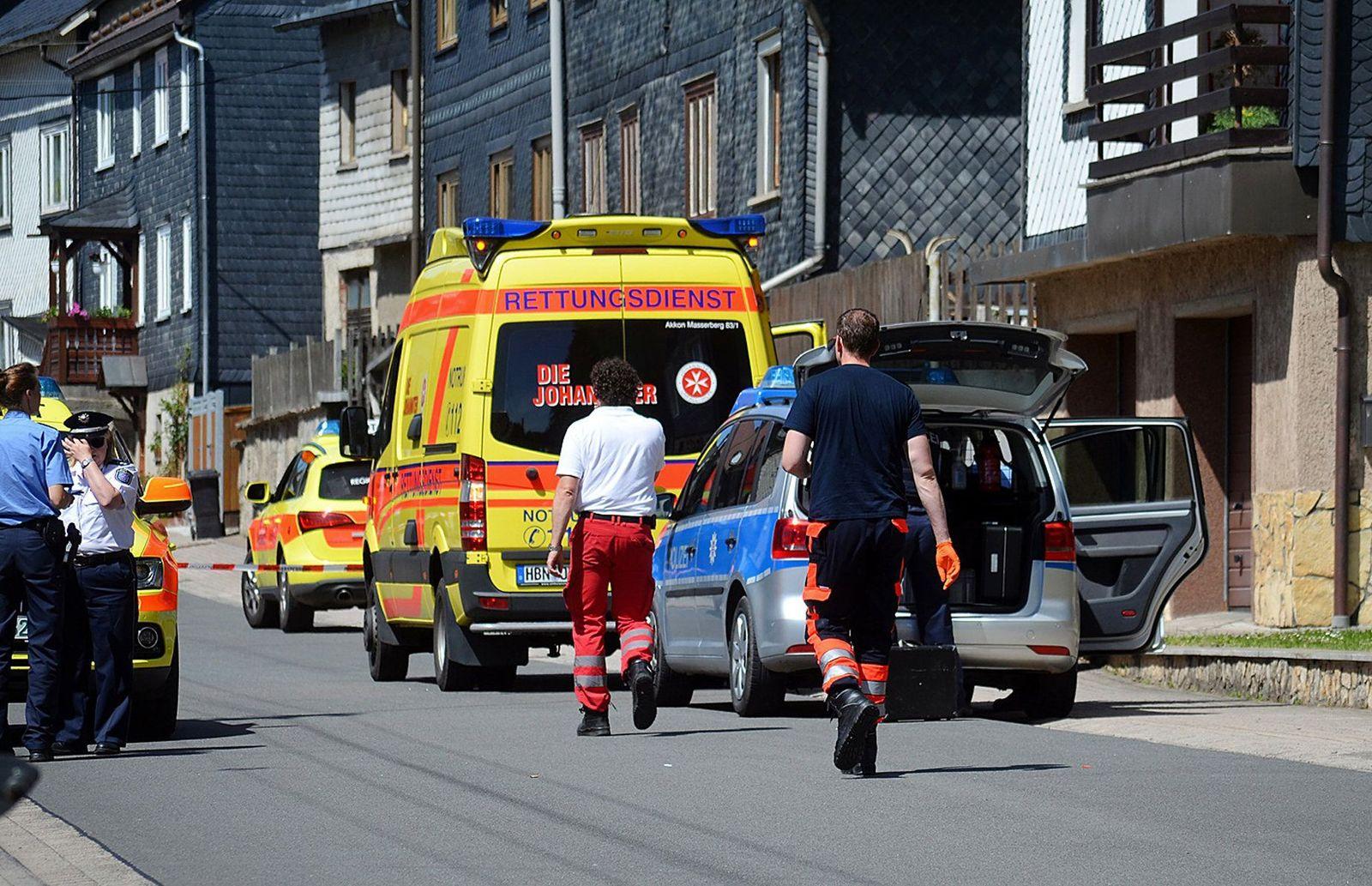 Polizei: Drei Kinder bei Familiendrama schwer verletzt