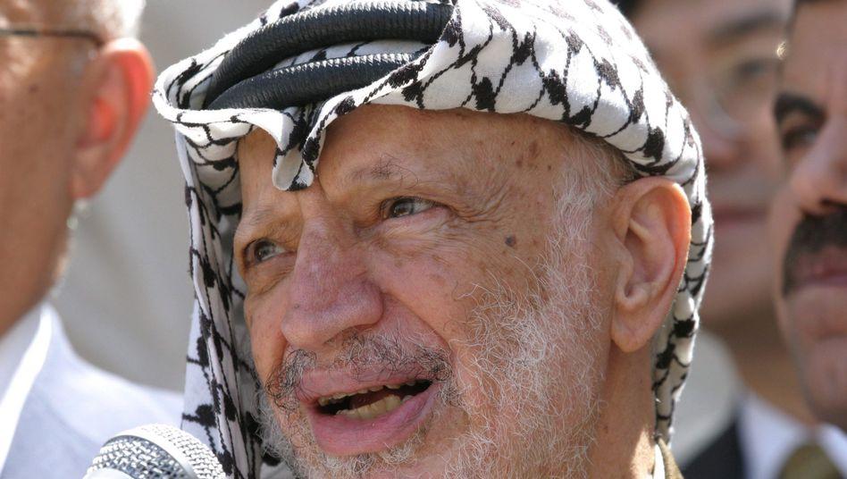 Jassir Arafat 2004 in Ramallah: Todesursache bis heute unklar