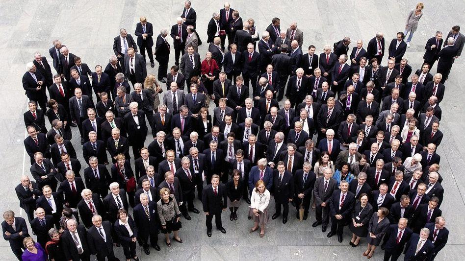 Außenminister Westerwelle, Mitarbeiter(*): Die Diplomaten sind kleinlaut geworden